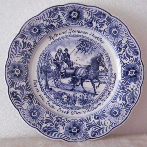 'Huwelijksbord' 28 cmø, koets met paard